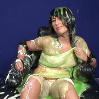 girl_in_splosh_peril_008