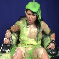 girl_in_splosh_peril_009